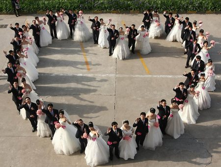 Squeeze Large Group Photos At Your Wedding